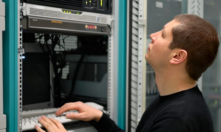 EPoS Software - Network Technician administrator Perform Preventive Maintenance To A Server
